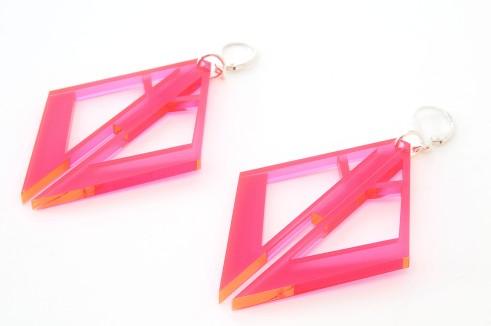 Intemporels, géométriques et organiques, ce sont les bijoux Tellmee en plexi