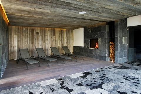 La salle de relaxation, réchauffée par le bois (doc. Waer Waters)