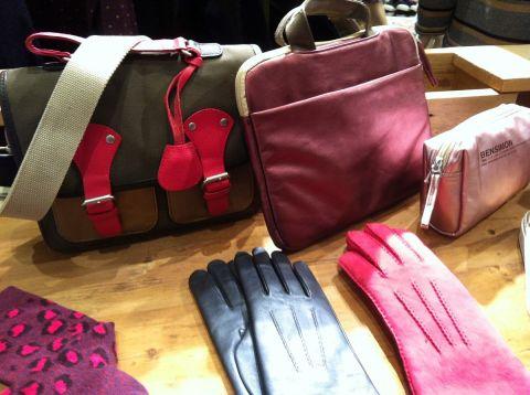 De l'écossais, des laines fines ou tweedées, du lie-de-vin, des couleurs d'automne, des gants colorés, des sacs sport. C'est l'hiver selon Bensimon (ph. VD)