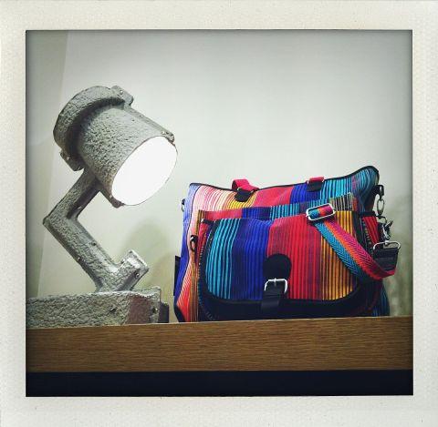 Vous reconnaissez la petite lampe, logo de Pixar? Elle voisine avec un sac multicolore Bensimon (ph. VD)