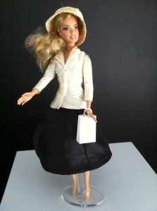 Barbie en tailleu Bar Christian Dior (ph. VD)