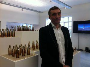 Le nez prodigieux... Serge Majoullier, à Bruxelles, pour présenter sa création olfactive (ph. VD)