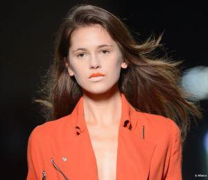 Repérée sur les récents défilés, la bouche bicolore,ici en orange et nude...