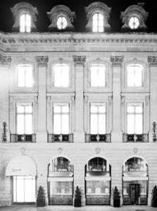 La façade historique de Schiaparelli au 21 place Vendôme