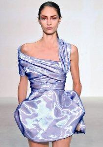 Robe drapée à encolure asymétrique Dior par Raf Simons