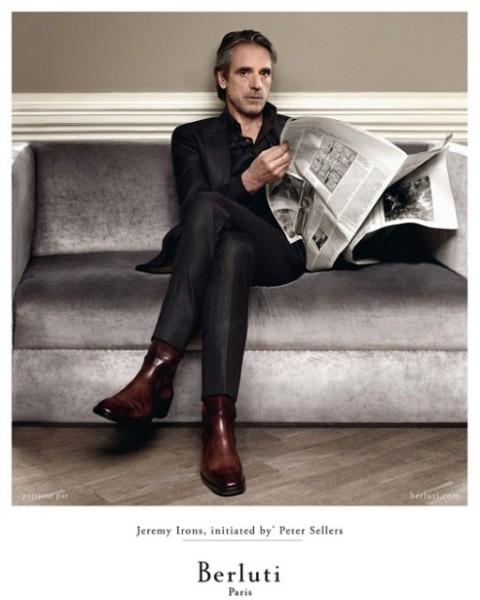 Toujours impeccable, Jeremy Irons pose pour le prêt-à-porter Berluti