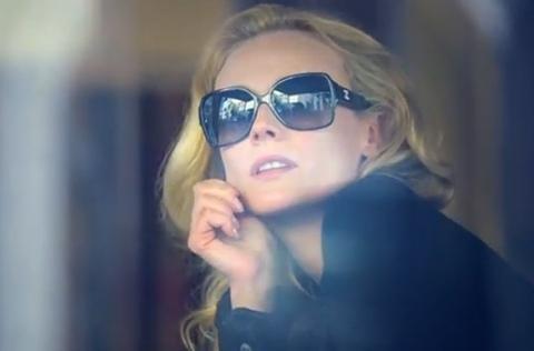 Pas sûr qu'on aie encore besoin de lunettes noires après une cure de Jour, Nuit et Weekend de Chanel. Diane Kruger, la nouvelle ambassadrice maison