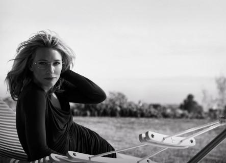 Cate Blanchett porte un modèle optique en titane TMA Silhouette (ph. Peter Lindbergh)