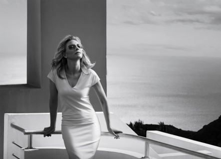 Cate Blanchett porte des solaires Silhouette (ph. Peter Lindbergh)