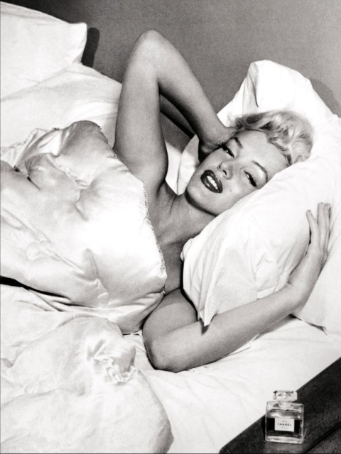 Marilyn-Monroe-loves-Chanel-n-5