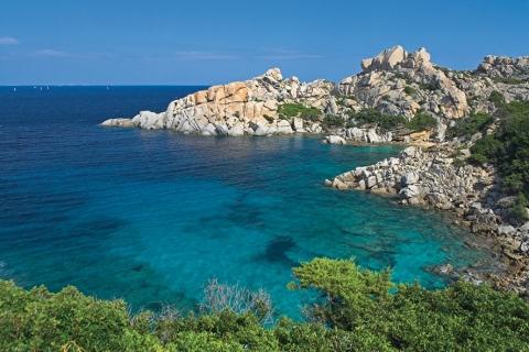 Les côtes sauvages et si belles de la Sardaigne (doc. Acqua di Parma)