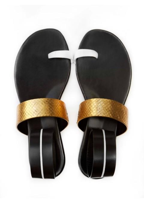 Nu-pieds Carritz inspirées du surf, détails or et bracelet de cheville