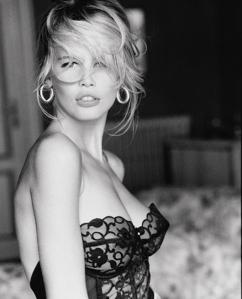 Claudia Schiffer photographiée par Ellen von Unwerth en 19xx