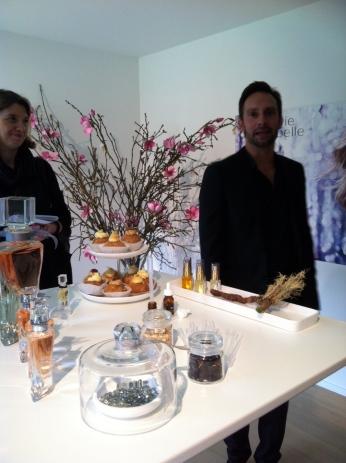 Dimitri Weber, expert ès parfums, évoque l'histoire du jus et nous le fait découvrir avec sa faconde habituelle (ph. VD)