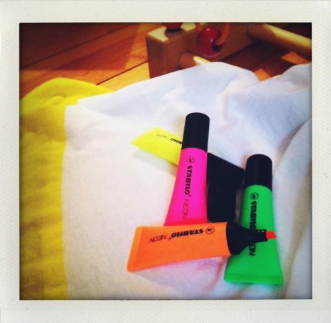 Les nouveaux Stabilo Néon, t-shirt COS (coll. printemps/été 2014, ph. VD)