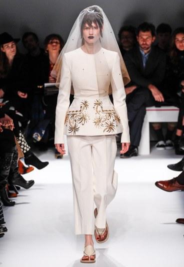 La mariée était à plat, défilé Haute Couture SS 2014 Schiparelli par Marco Zanini