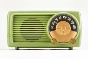 Vintage-Bakelite-Radio-Green_small2jpg2