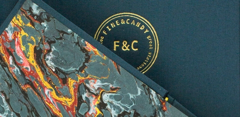 La très chic estampille F&C sur un carnet Blue Marble Notebook
