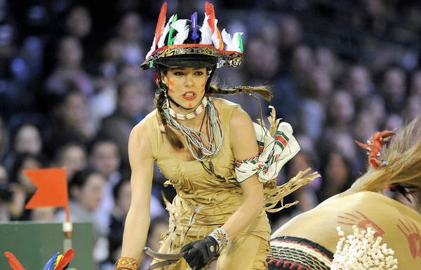 Charlotte Casiraghi, égérie Gucci, en mode Indienne lors d'un concours d'équitation