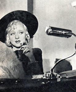 """1937, Yvonne Printemps, épouse de Sacha Guitry, fait un tabac dans l'opérette """"Trois Valses"""""""