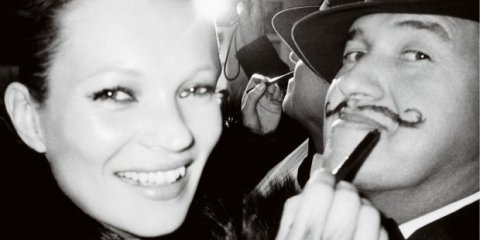 Kate Moss retouche le portrait de Mario Testino