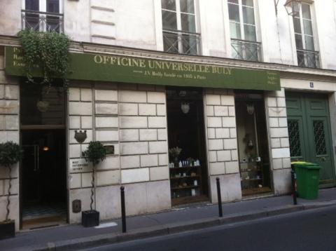 La façade rue Bonaparte, non loin des quais de Seine (ph. VD)