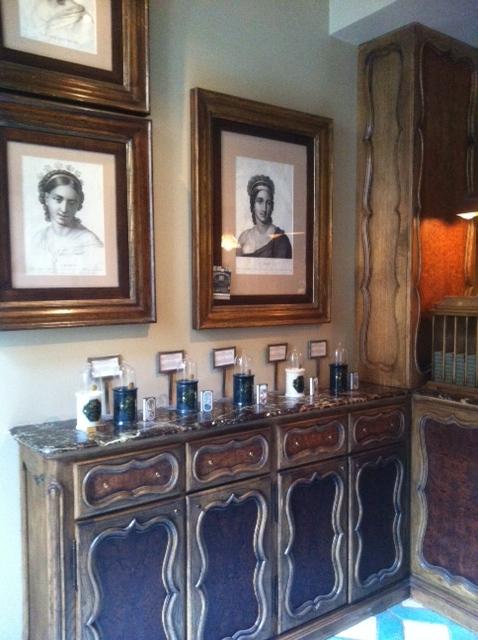 Installée dans une ancienne galerie d'art, l'officine Buly invite le visiteur à un voyage dans le temps... (ph. VD)