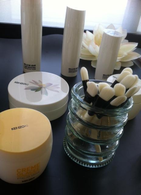 Ramenée à des proportions plus serrées, la gamme de soins Kenzoki séduit par ses magnifiques ingrédients naturels, Lotus Blanc, Riz ou Fleur de Gingembre (ph. VD)