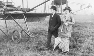 "Sir Winston Churchill et Lady Clementine sur l'aérodrome de Hendon (ph. Central Press/Getty Images), in ""History"" by Mary S Lovell"