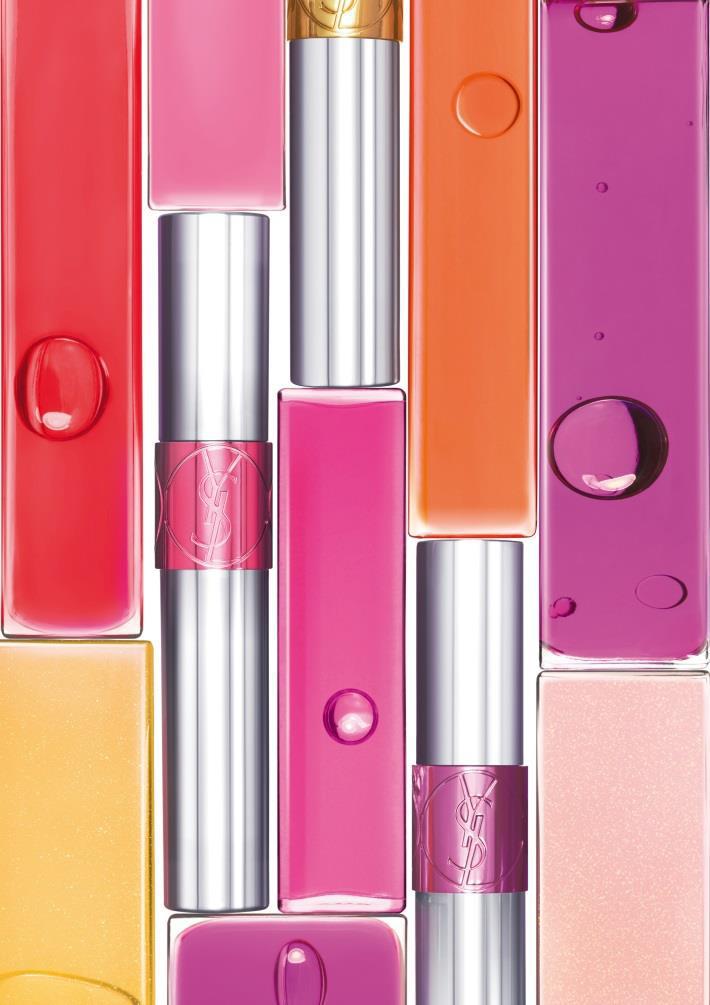 Une exquise huile pigmentée qui infuse les lèvres et fait un sourire glowy et bien confortable, YSL Tint-in-Oil