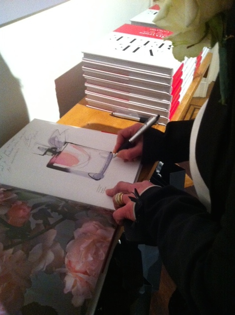 """Une petite phrase et une signature dans le livre d'or """"La vie est belle""""... (ph. VD)"""