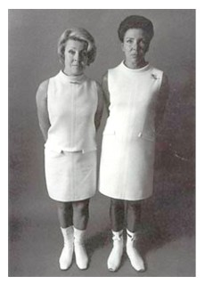 Les soeurs Carita arborant des robes Courrèges