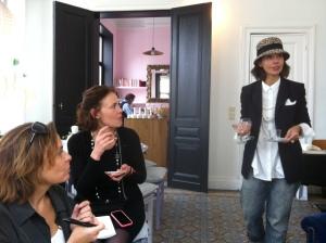 """Michèle Gay nous reçoit avec enthousiasme et nous explique son concept de """"Parfumerie culinaire"""""""