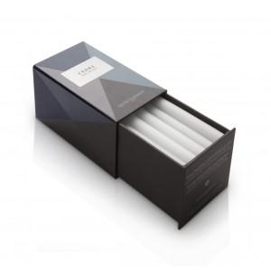 Tubes parfumés au cèdre, Quintessence Paris. Ils diffusent leur exquise senteur pendant 4 à 6mois (85€ la boîte de XXpièces)