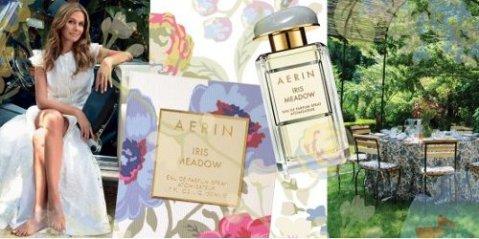 Le packaging du parfum et de la crème pour le corps Iris Meadow reprend le design « Meadowood » AERIN pour Lee Jofa, qui rappelle la campagne et le temps passé dehors à découvrir la nature et les fleurs sauvages.