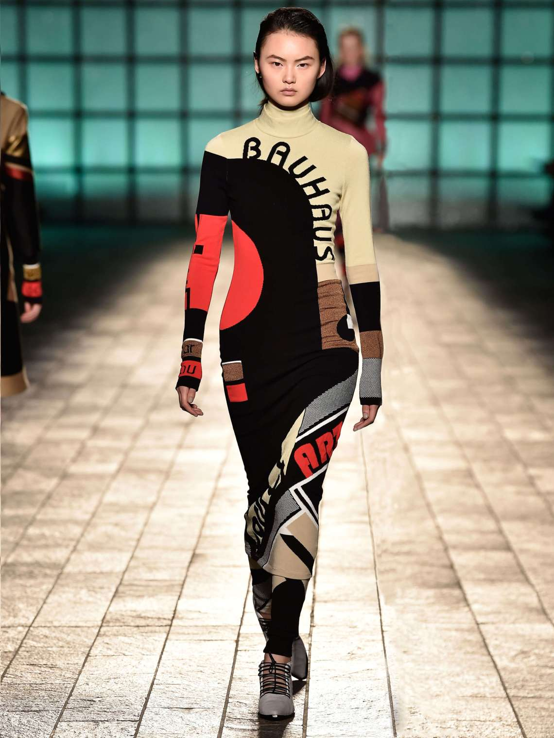 MARYKATRANTZOU_AW18_LOOK02-Bauhaus1
